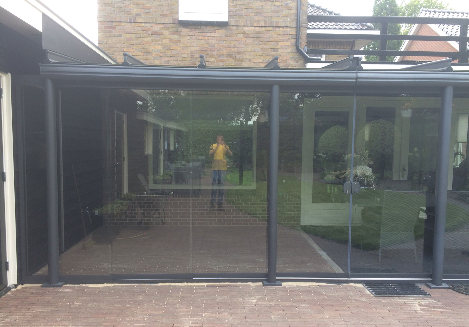 Glaswand verkocht en geplaatst door de zonwering specialist Rijssen